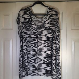Tops - Knit black and white tunic